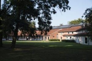 Grundtvigs Højskole ligger i Hillerød i en smuk park