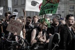 Elever fra Grundtvigs Højskole deltager i Klimamarch