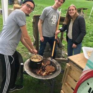 Byg og æd på Grundtvigs Højskole. Lær at bygge shelter eller din egen pizzaovn.